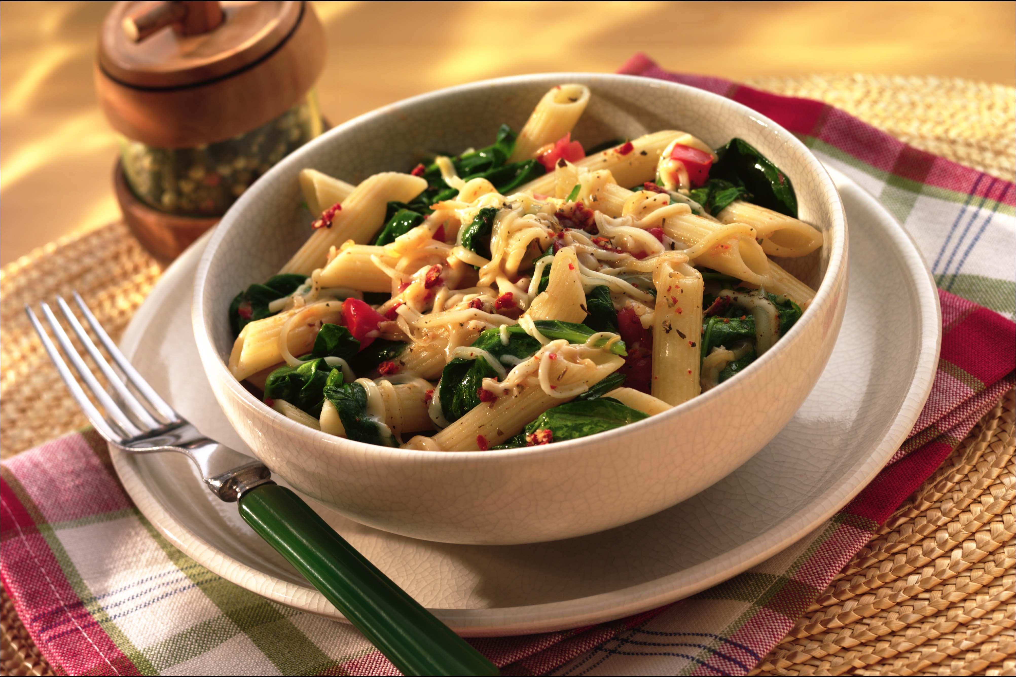 Penne spinach pasta recipe sargento shredded mozzarella cheese forumfinder Images